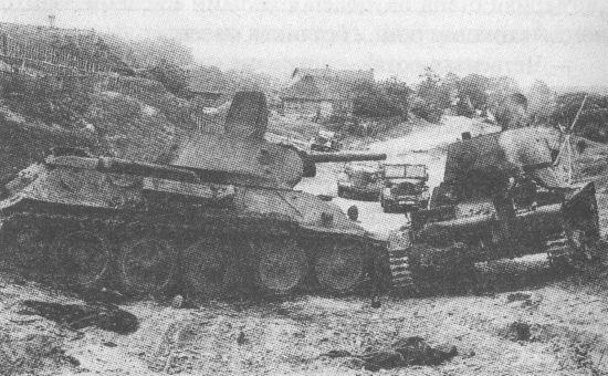 Подбитые советские танки Т-34 и Т-26. Восточный фронт, лето 1941 года