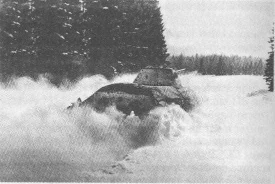 За Москву! В атаке – танк Т-34 производства СТЗ. Декабрь 1941 года