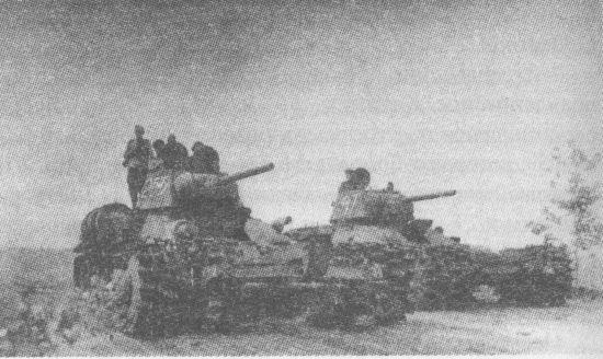 Танки Т-34, оборудованные противоминными тралами ПТ-3. Харьковское направление, 1943 год