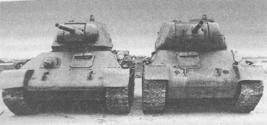 Танки Т-34 и T-43-II перед совместными испытаниями летом 1943 года