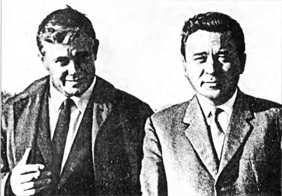 Донатас Банионис с Кононом Молодым (справа) — прототипом своего героя полковника Ладейникова в перерыве между съемками фильма «Мертвый сезон»