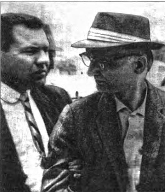 Сотрудник ФБР сопровождает «Марка» (В.Г. Фишера) на судебный процесс. Нью-Йорк, октябрь 1957 г.