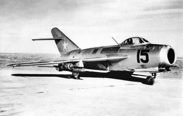 Истребители-бомбардировщики и разведчики