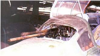 Огневая точка стрелка радиста на том же самолете.