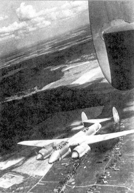 Ту-2С приближается к цели.