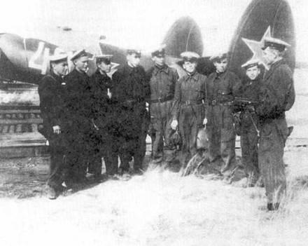 Экипаж и техники Ту-2 одного us авиаполков Черноморского флота.