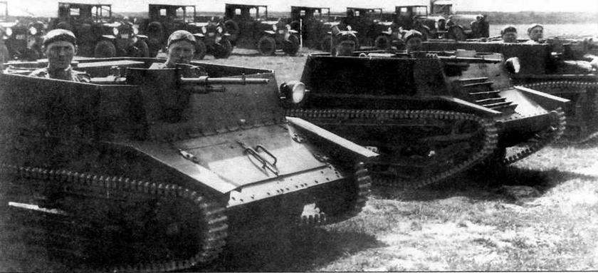 Прототипы польских ТК-1 (слева) и ТК-2 (справа)