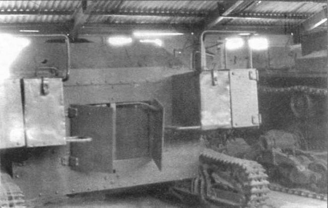 Вид сзади на танкетку Т-27. Дверцы перед радиатором открыты