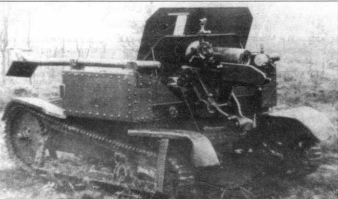 Самоходная установка СУ-76 в боевом (справа) и походном (в центре) положении