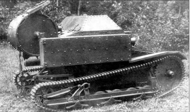 Опытный образец минного заградителя МЗ-27. Хорошо виден барабан с минами, укрепленный в кормовой части корпуса машины