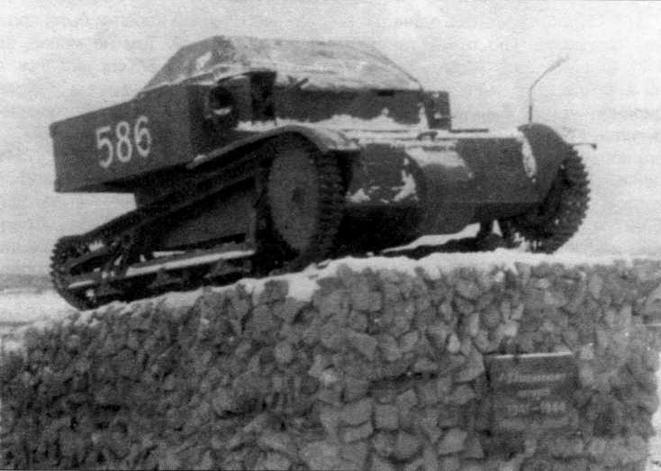 Танкетка Т-27 — памятник 2-му стрелковому корпусу. Пос.Алакуртти, Мурманская область