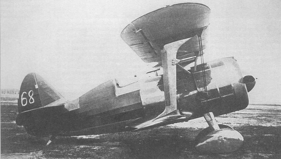 И -15бис, заводской № 3368, выпуска второй половины 1937 г., входил в число десятка машин, подготовленных для эксплуатационных испытаний. Цифра «68», упрощенно написанная на руле поворота, призвана отличить самолет в цеху и на аэродроме от десятка подобных аппаратов