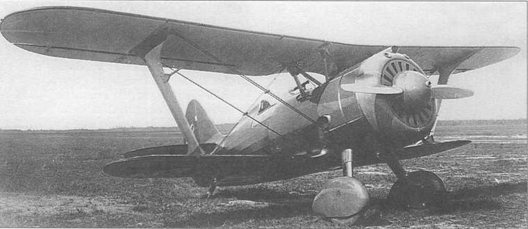 Это фото И-15бис, с заводским №3368, долгие годы являлось наиболее распространенным в различных публикациях, посвященных советской авиации. Следует отметить, что у данного самолета капот двигателя и обтекатели шасси окрашены защитной зеленой краской