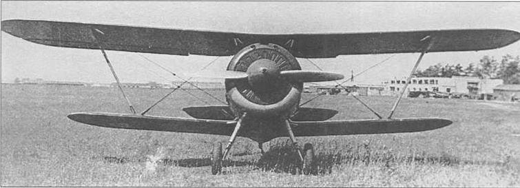 И-156ис ГК, заводской №3710. На заднем плане аэродромные постройки, имеющие отношение к КБ-29 (здесь доводился самолет), размещенному в подмосковных Подлипках