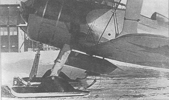 Цилиндрический подвесной топливный бак конструкции Запанованного емкостью 100 литров в ходе испытаний весной 1939 г. Самолет имеет нестандартную окраску передней части фюзеляжа. В нижней лобовой части цилиндрического подвесного бака имелась небольшая ветрянка для перекачки топлива