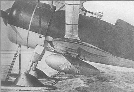 Левый борт И-15бис №3615. На месте патрубка маслорадиатора (сразу за обрезом капота) аккуратная округлая заплата. Поперечные хомутики на межкрыльевой стойке являются креплением наружного термометра, видимого со стороны пилотской кабины