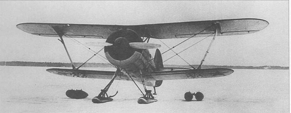 Каплевидные подвесные баки перед подвеской на стандартные бомбодержатели ДЕР-31
