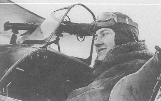В кабине И-15бис лейтенант М.К.Баижиров, награжденный за боевые действия на Карельском перешейке орденом Боевого Красного знамени (РГАКФД)