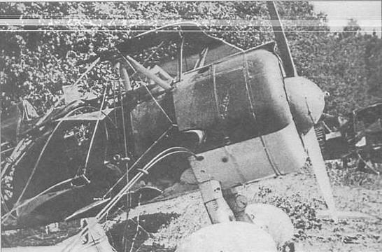 Брошенный И-15бис на опушке леса летом 1941 г. Западный фронт