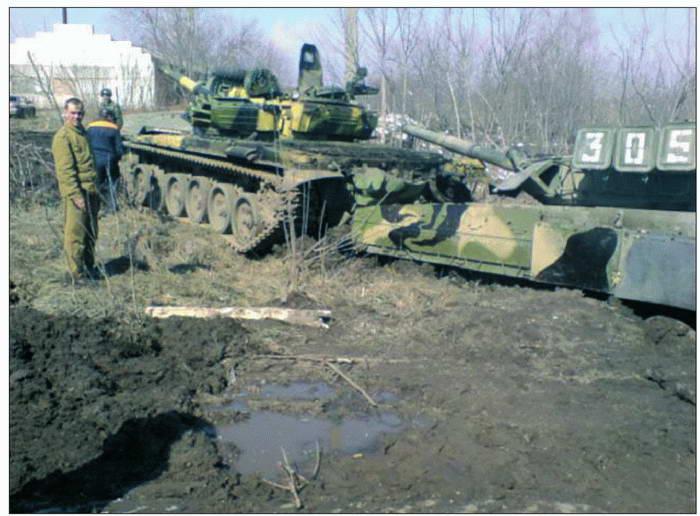 Танк Т-72Б готовится