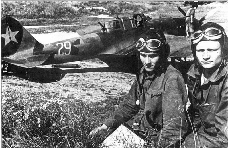 Летчики-штурмовики 15 ШАП — Кузенков и Жданов, 1943г. (Г.Петров)
