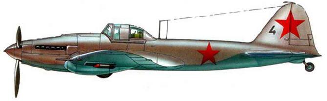 Одноместный серийный штурмовик Ил-2 в зимней раскраске на колесном шасси. Зима 1941-1942 годов.
