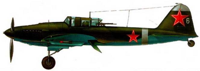 Двухместный штурмовик Ил-2 с 37-мм пушками МС-37. Курская дуга. 1943 г. Щитки отклонены на посадочный угол.