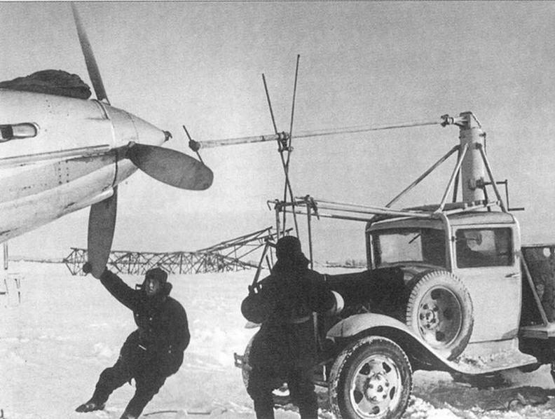 Запуск двигателя. Зима 1941-42 годов. Подмосковье.
