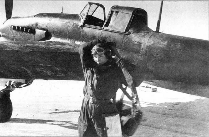 Командир эскадрильи ст. лейтенант Г.Т.Красота после боевого вылета. Калининский фронт, зима 1942-1943 годов.