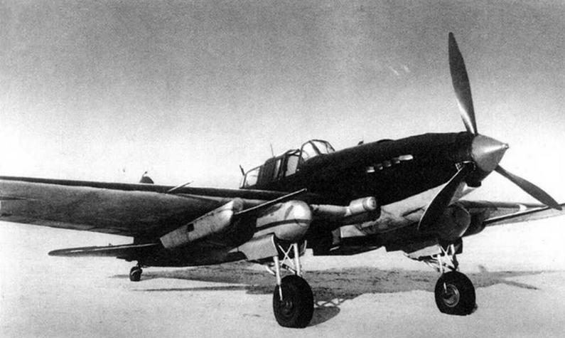 Опытный штурмовик Ил-2 с пушками НС-37. Москва, Центральный аэродром, март 1943 г.