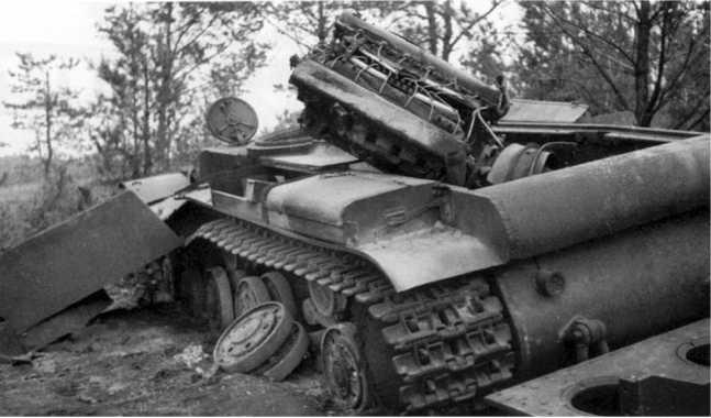 Подорванный танк КВ-1 6-го механизированного корпуса вероятнее всего был подорван экипажем — взрывом сорвало башню и вырвало двигатель (АСКМ).