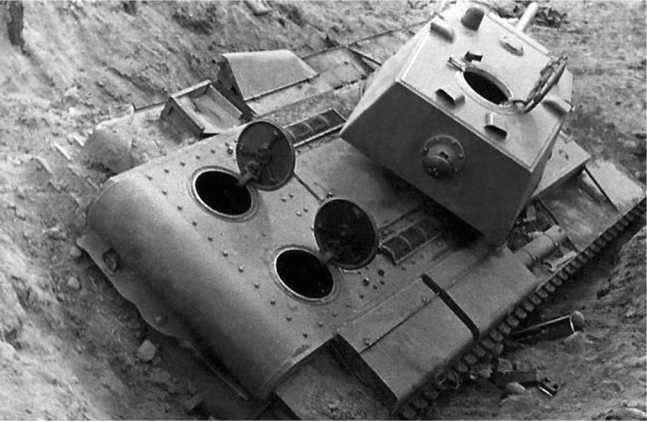 Танк КВ-1 из состава 6-го мехкорпуса, оставленный экипажем в районе Слонима. Скорее всего, машина застряла. Июнь 1941 года (ЯМ).