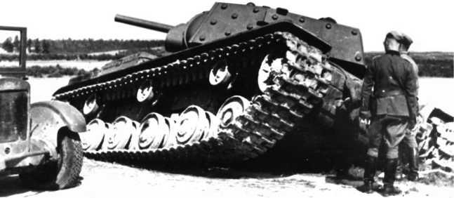 Экранированный танк КВ-1, потерянный в июле 1941 года в районе Ярцево. Предположительно машина из состава 101-й танковой дивизии (РГАКФД).