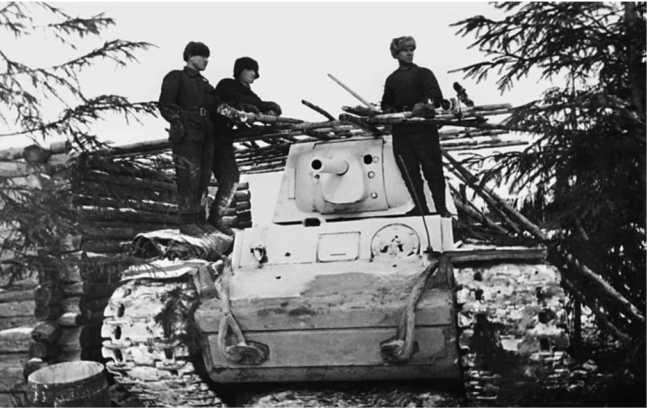 Танк КВ-1 выпуска Челябинского тракторного завода (с пушкой Ф-32) из состава 1 — й гвардейской танковой бригады. Западный фронт, ноябрь 1941 года (АСКМ).