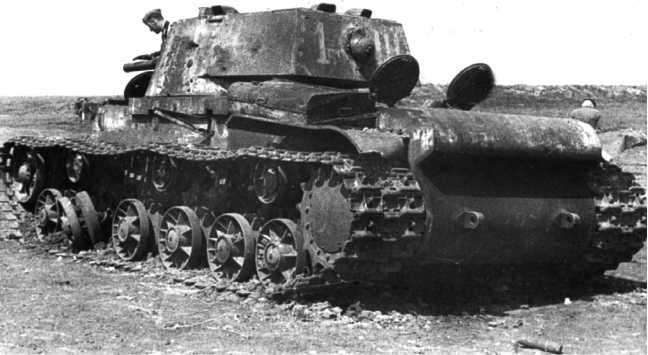 Подбитый танк КВ-1 (со сварной башней). 1942 год (ЯМ).