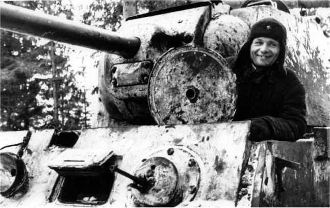 Старший механик-водитель танка КВ-1 Петровский. Западный фронт, 1942 год (РГАКФД).