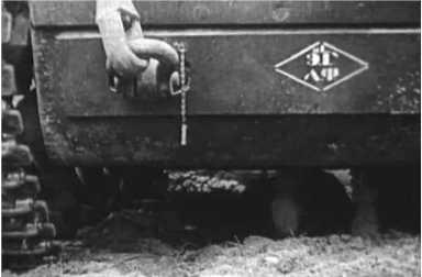 Обозначение на тягаче КВ из состава одной из эвакуационных рот Ленинградского фронта, 1944 год (эта же машина на предыдущем и следующем фото).