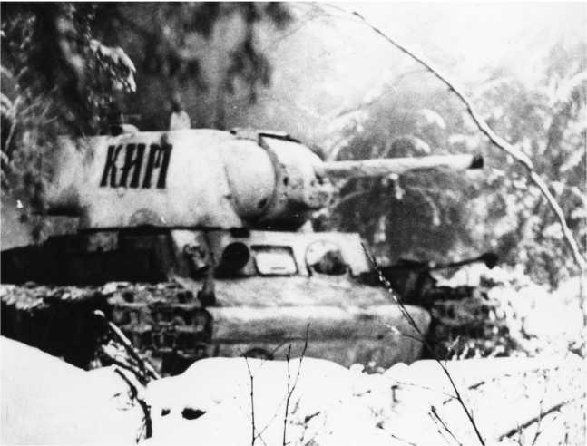 Танк КВ-1 «КИМ», построенный на средства, собранные молодежью города Челябинска. Зима 1942 года (РГАКФД).
