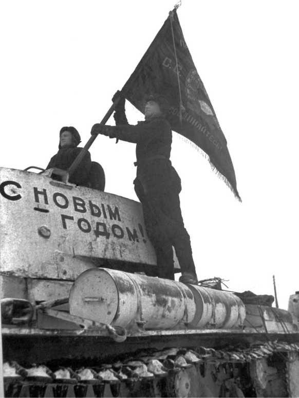 Передача комсомольцами Челябинского Кировского завода танков КВ-1 «С новым годом» одной из танковых частей. 1941 год (ЦМВС).