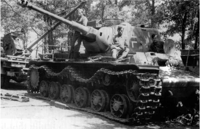 Перевооружение КВ-1 75-мм орудием KwK-40 с танка Pz.IV. До сих пор точно неизвестно, использовался ли этот танк в боях.
