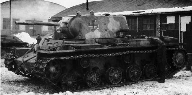 Трофейный танк КВ-1 (с литой башней) на финской службе. 1942 год (SA-Kuva).