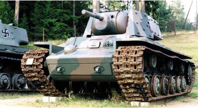Экранированный танк КВ-1 выпуска июня 1941 года (заводской №4785) из экспозиции музея бронетанковой техники в Пароле, Финляндия.