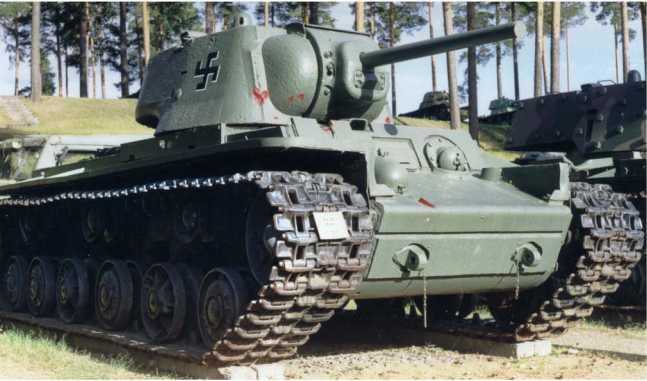 Танк КВ-1 выпуска марта 1942 года (заводской №10260) с литой башней из экспозиции музея <a href='https://arsenal-info.ru/b/cat/tanks' target='_self'>бронетанковой техники</a> в Пароле, Финляндия.