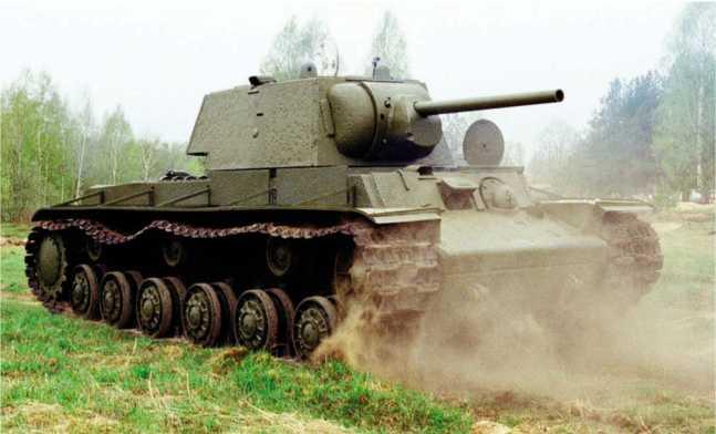 Поднятый со дна Невы танк КВ-1 с заводским номером 5200 их экспозиции музея «Битва за Ленинград» (г. Всеволожск, Ленинградская область). В настоящее время машина восстановлена до ходового состояния. В ходе в реставрации на танке установили пушку Ф-34 с танка Т-34 из-за отсутствия орудия Ф-32 (АС).