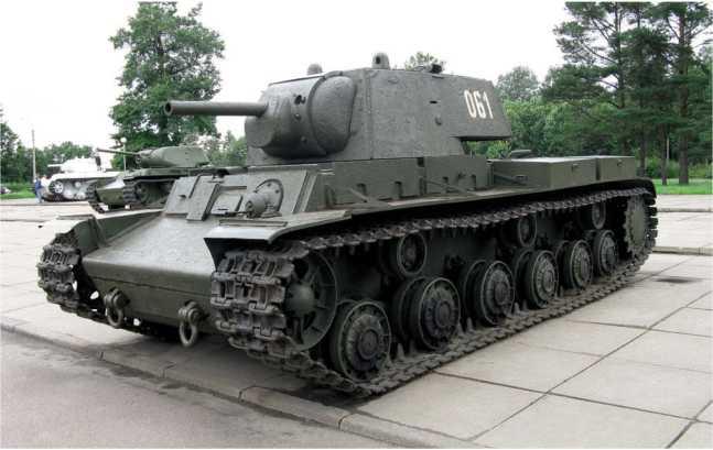 Танк КВ-1 выпуска августа 1941 года (заводской №5069) из экспозиции музея прорыва блокады Ленинграда в городе Кировске. Машина с башней производства Ижорского завода (АСКМ).