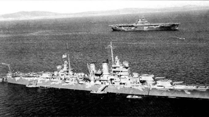 Тяжелый крейсер «Уичита» и авианосец «Уосп» на якорной стоянке в главной базе британского флота Скапа-Флоу, Оркнейсмкие острова, апреле 1942г. Крейсер и авианосец окрашены по схеме Measure 12. Кран крейсера развернут в корму для подъема на борт гидросамолета Кертис SOC из эскадрильи VCS-7. Авианосец «Уосп» дважды доставлял на Мальту истребители Су пермарин «Спитфайр».