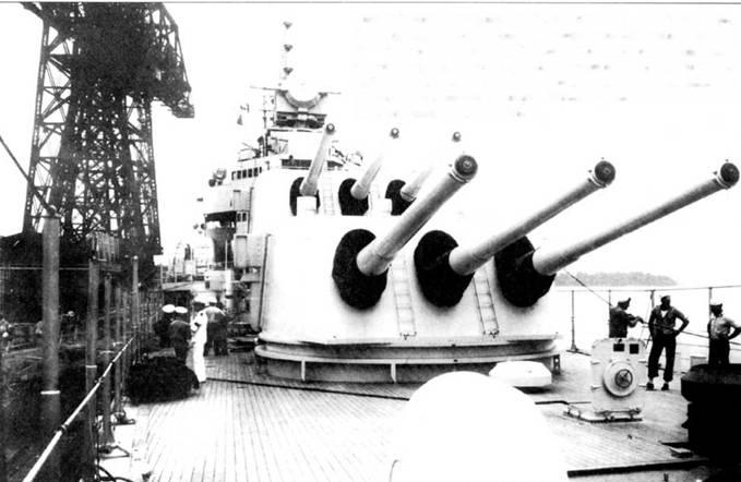 Главный калибр тяжелого крейсера «Уичита» — 8-дюймовые орудия с длинной ствола 55 калибров. Орудия были установлены в трех башнях, двух носовых и одной кормовой. Максимальная дальность стрельбы <a href='https://arsenal-info.ru/b/book/1036139503/52' target='_self'>бронебойным снарядом</a> составляла 29км. Стволы орудий во избежание попадания в них влаги и посторонних предметов (вроде птиц) закрыты чехлами. Палуба корабля в носовой части не имела деревянного пастила.