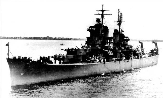 «Балтимор» (СА-68) стал первым в повой серии тяжелых крейсеров, спроектированной без учета ограничений Вашингтонского и Лондонского договоров. Крейсер «Балтимор» вошел в строй 15 апреля 1943г. В годы войны он действовал в составе 3-го и 5-го флота, оказывая огневую поддержку десантам на острова Тихого океана, эскортируя авианосцы. На грот-мачте видна антенна РЛС обзора водного пространства SG и антенна РЛС обзора воздушного пространства SK. Антенна РЛС SG установлена также ни фок-мачте.