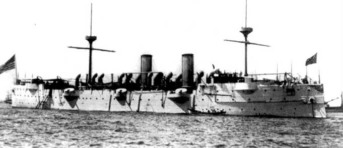В годы Первой мировой войны крейсер «Балтимор» (СА-3) использовался в качестве минного заградителя. При водоизмещении в 4003 метрических тонны крейсер был вооружен четырьмя 8-дюймовыми орудиями (длинна ствола 35 калибров) и шестью 6-дюймовыми орудиями (длина ствола 30 калибров). «Балтимор» построила фирма Юнион Айрой Уорркс в Сан-Франциско, киль корабля заложили 19 июля 1888г. Парусное вооружение демонтировали с крейсера в начале XX века. Большую часть палубы крейсера занимали световые люки котельных отделений.
