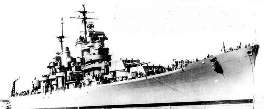 «Канберра» (СА-70, бывший «Питтсбург»)— единственный крейсер ВМС США периода Второй мировой войны, названный не в честь американского сити. Крейсер назван в память об австралийском крейсере «Канберра», который был в свою очередь поименован в честь столицы Австралии. Австралийская «Канберра» погибла вместе с крейсерами «Астория» (СА-34), «Куинси» (САЗУ) и «Висеннес» (СА-44) в битве при острове Саво в ночь на 9 августа 1942г. Крейсер «Канберра» был построен Бислихэм Стил Компани. На снимке — крейсер почти порожний, ватерлиния полностью выступает из воды. Корабль вошел в состав ВМС США 14 октября 1943г. На Тихом океане новая «Канберра» вошла в состав соединения TF-5S.